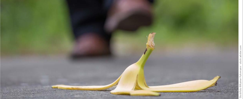 bananenschale sturzgefahr1240x504 copyright