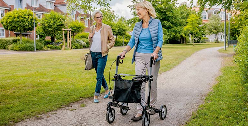Spaziergang im Park | Sanivita | Mobil durch den Alltag
